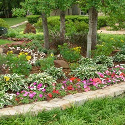 Cheap backyard landscaping ideas 20 cheap landscaping for Landscaping ideas for small areas