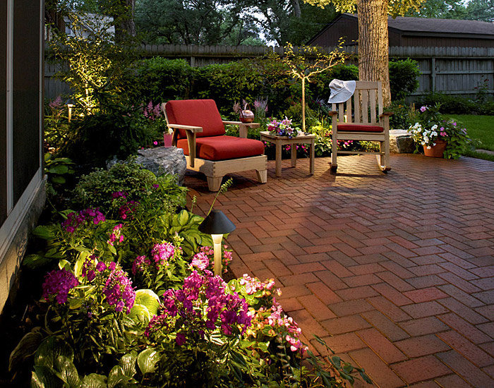 Small backyard patio landscaping ideas for Landscaped back gardens