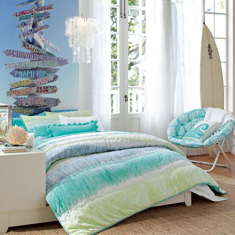 Beach bedroom design for your passion and relaxation for Bedroom beach theme ideas
