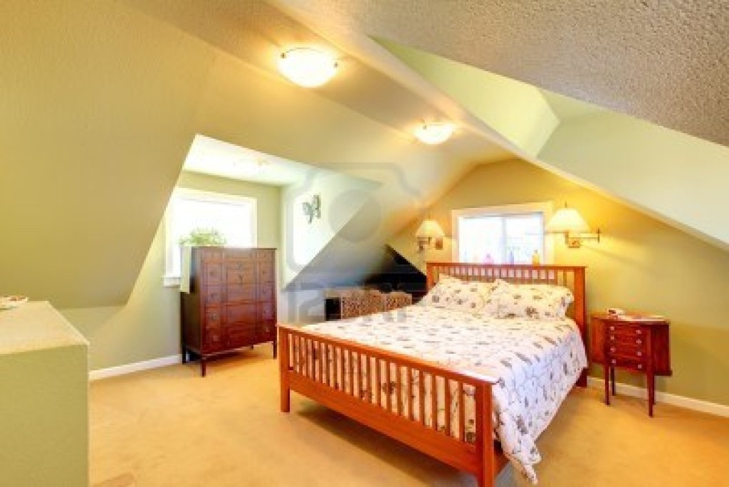 Attic bedroom ideas to maximize your beautiful attic for Attic bedroom decoration