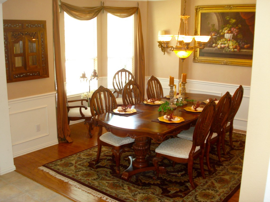 Formal dining room designs for special dining atmosphere for Decorative pictures for dining room