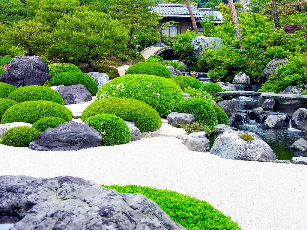 Japanese landscape for beauty and serenity actual home for Garden and landscaping ideas