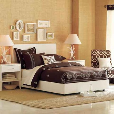 Simple bedroom ideas for charming style in your room for Room decoration simple ideas