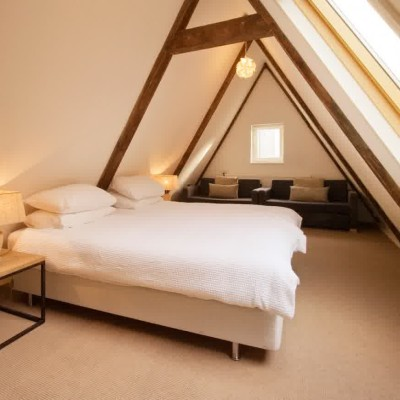 striking attic bedroom ideas
