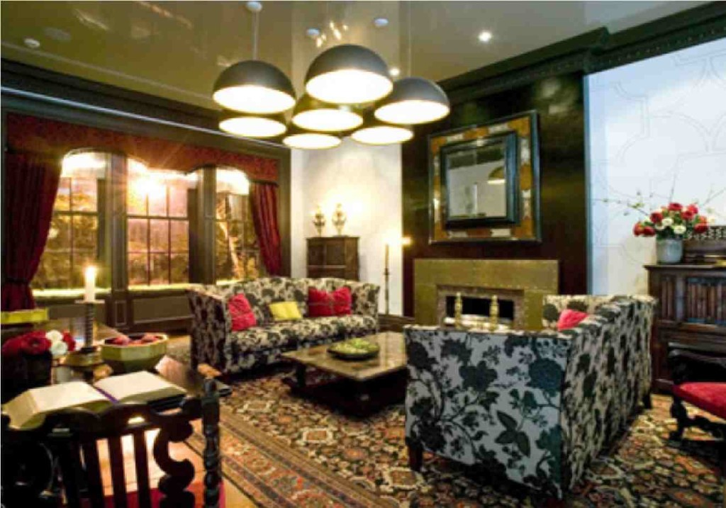Tips for designing traditional living room decor actual home for Traditional living room designs